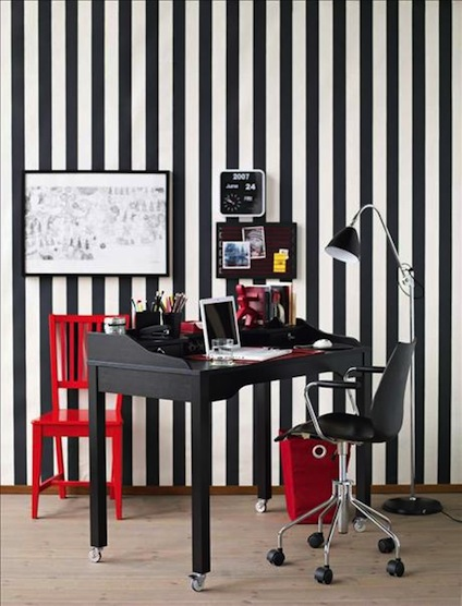 black-and-white-hom-eoffice-with-red-accents